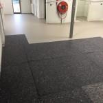 Montage textielvezelplaten als tijdelijke vloerbescherming tijdens de afbouw
